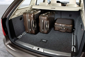 Skoda-Superb_Combi-2010-trunk_1