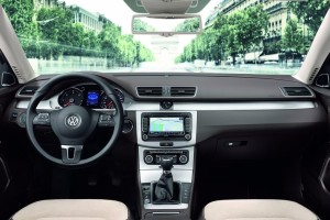 Volkswagen-Passat_Estate-2011_int