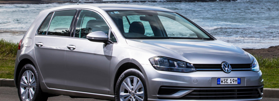 volkswagen-golf-5-door front