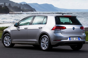 volkswagen-golf-5-door rear
